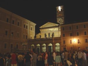 Piazza_santa_maria_in_trastevere_nightlife_CC